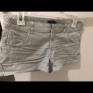 H&M Shorts - H&M stripped shorts❄️